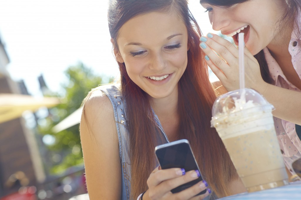 Sharing restaurant experience via mobile and social media
